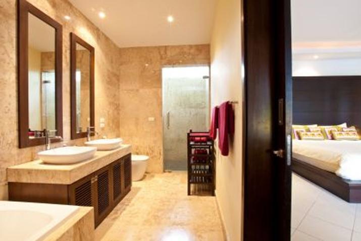 Baan Fuangfah Master Bathroom