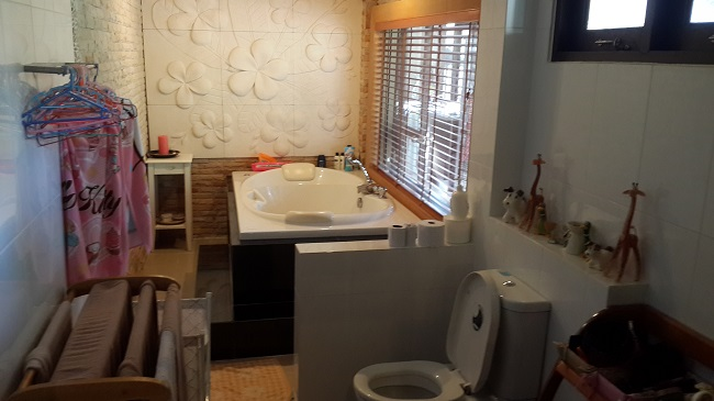 Koh Samui, Bungalow, 3 Bedrooms, Ban Kao, near sea, bathroom, jacuzzi