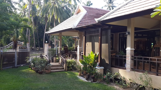 Koh Samui, Bungalow, 3 Bedrooms, Ban Kao, near sea, front view and garden