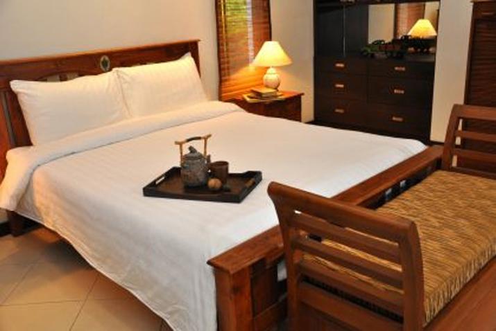 Koh Samui, Samran Gardens, 3 bedroom bungalow, Swimming Pool, Master Bedroom