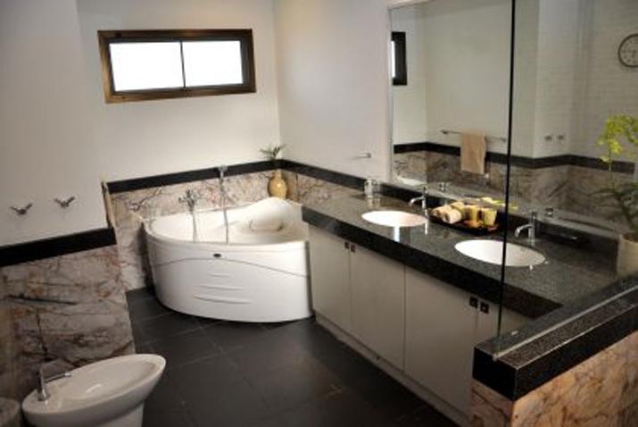 Koh Samui, Samran Gardens, 3 bedroom bungalow, Swimming Pool, Master Bathroom,