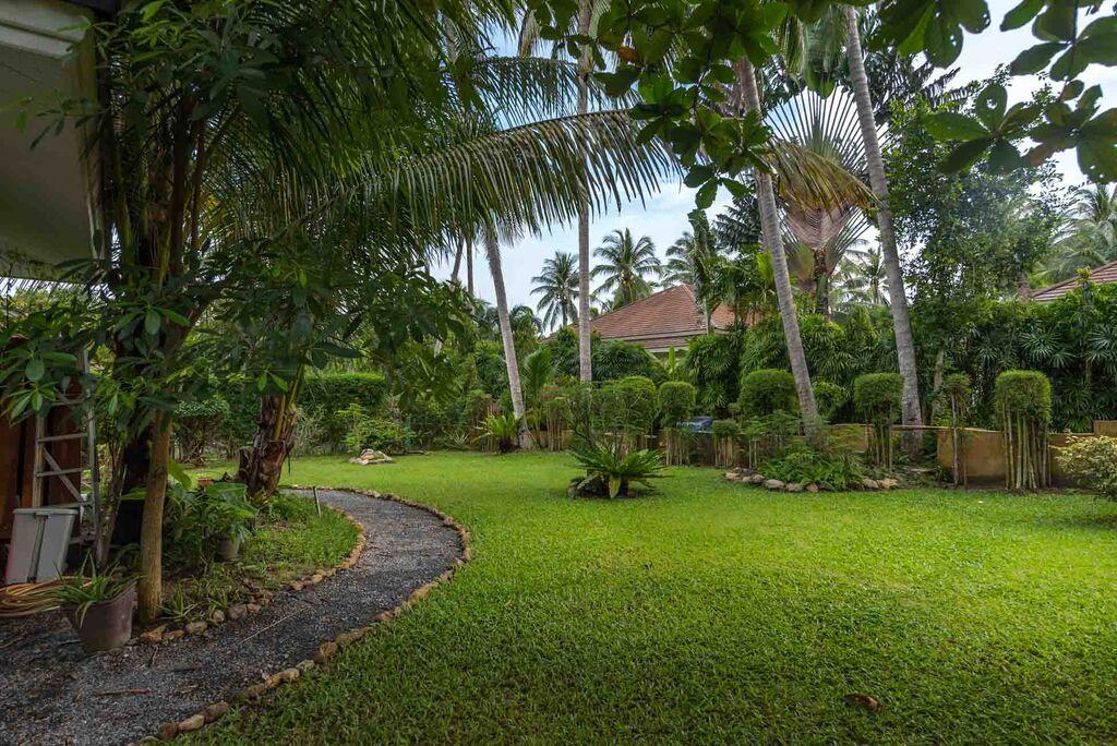 Koh Samui, Maenam, Samran Gardens, 3 Bedroom bungalow, garden,