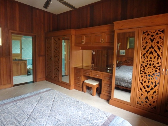 Koh Samui Beach Villa for sale, Bungalow on the beach for sale, bedroom 1,