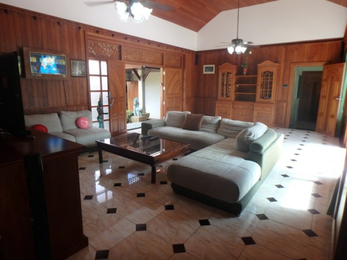 Koh Samui Beach Villa for sale, Bungalow on the beach for sale, living room,