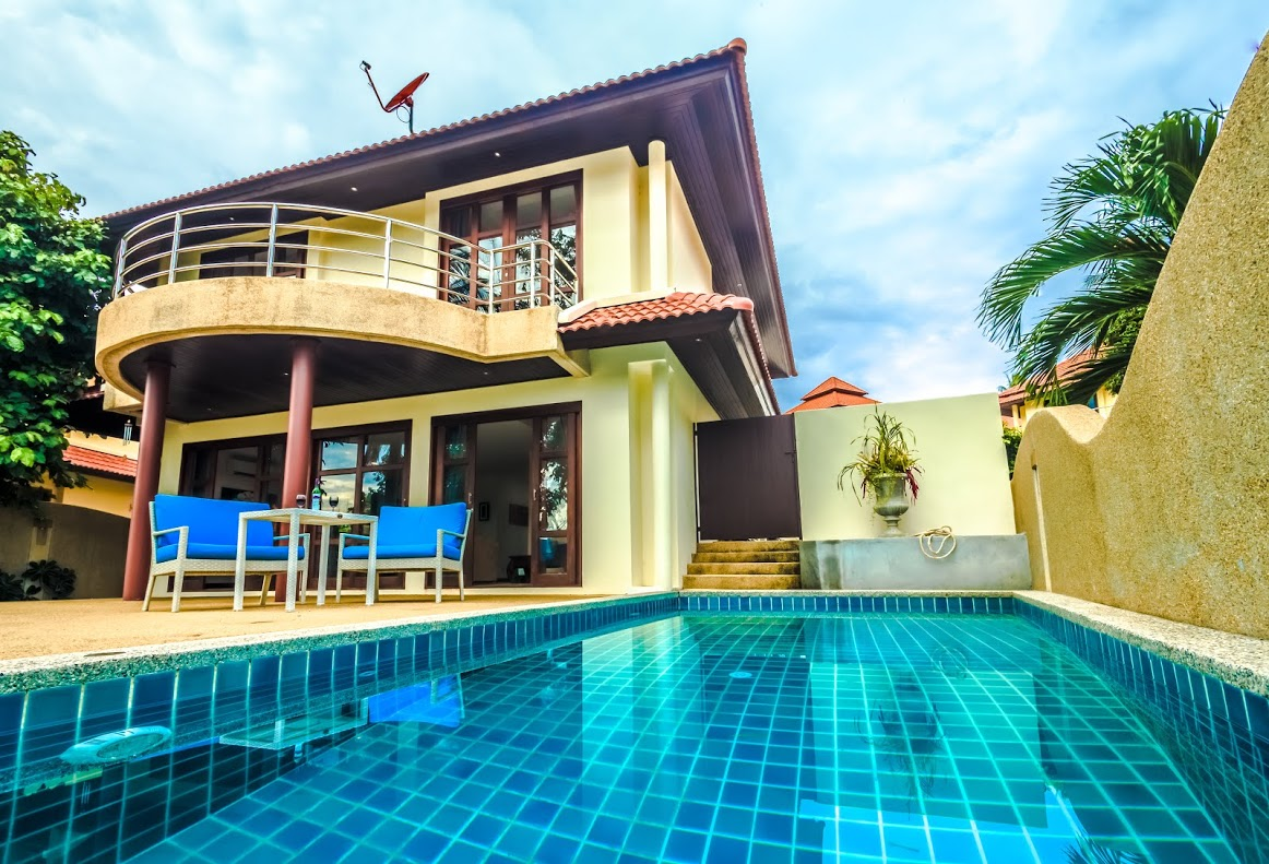 Koh Samui Villa For Sale, Tong Song Bay Villa for Sale, 4 bedroom villa, rear view of house,