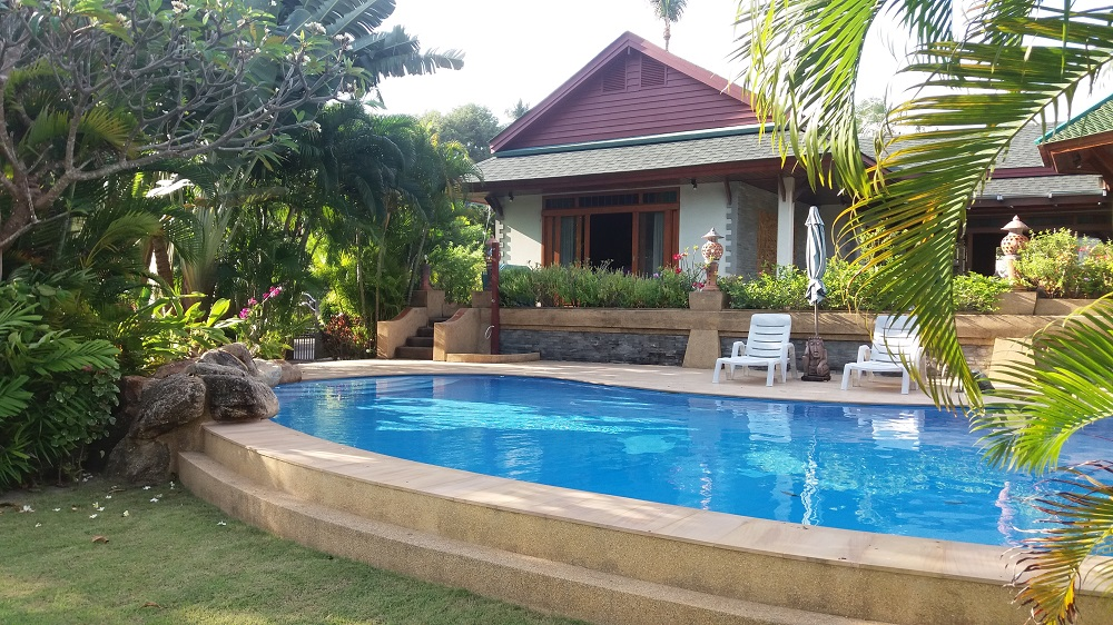 Koh Samui Beach Villa for sale, Bungalow on the beach for sale, pool and rear view,
