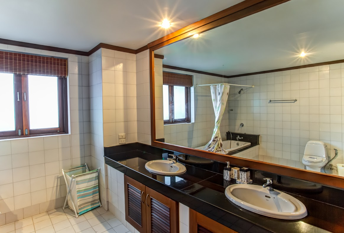 Koh Samui Villa For Sale, Tong Song Bay Villa for Sale, 4 bedroom villa, bathroom,