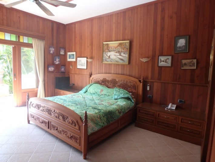Koh Samui Beach Villa for sale, Bungalow on the beach for sale, bedroom 1,