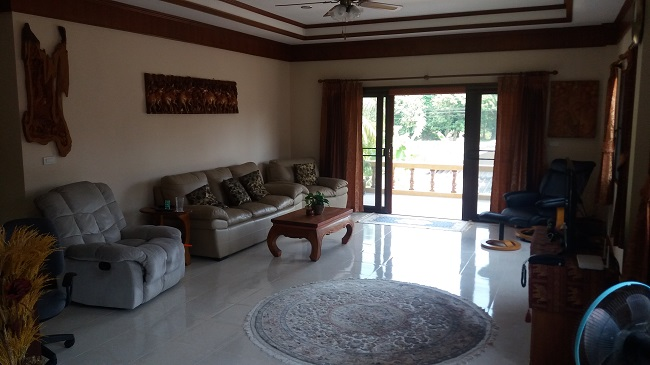 Koh Samui Villa for Sale, Villa near beach for sale, living room,