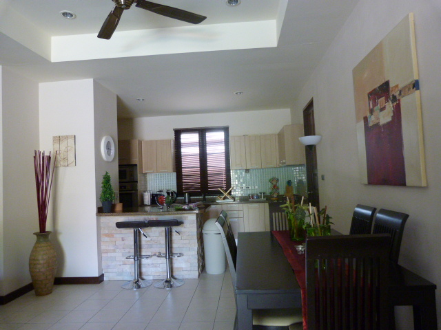 Koh Samui bungalow for sale, 3 bed bungalow for sale, living room,