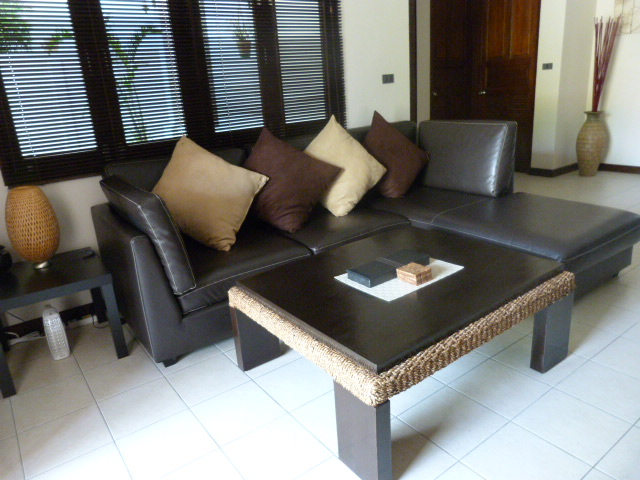 Koh Samui bungalow for sale, 3 bed bungalow for sale, lounge area,