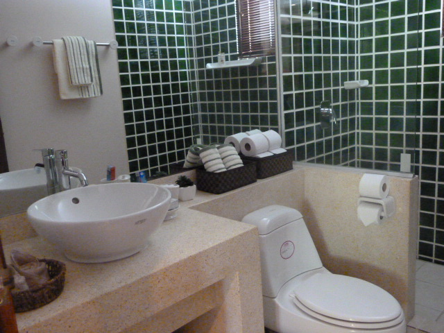 Koh Samui bungalow for sale, 3 bed bungalow for sale, bathroom,