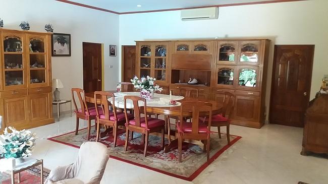 Koh Samui Villa for sale, 6 bedroom villa for sale, Pool villa for sale, dining room,