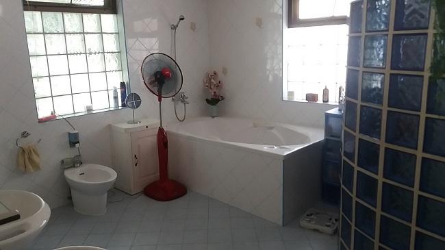 Koh Samui Villa for sale, 6 bedroom villa for sale, Pool villa for sale, master bathroom,