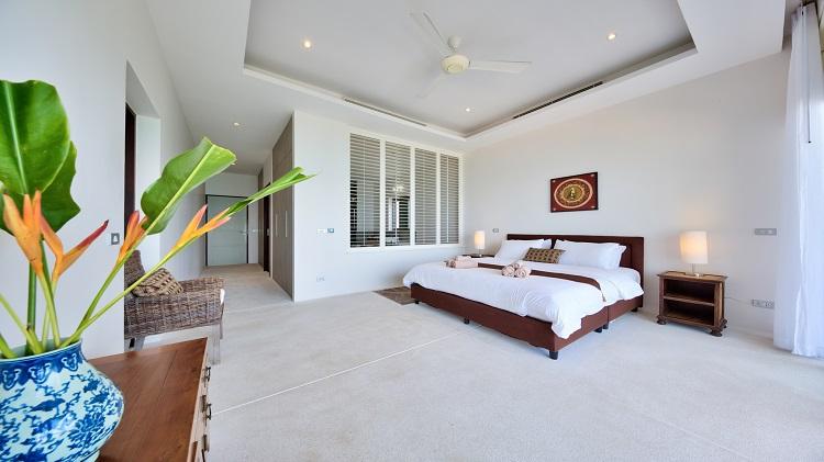 Koh Samui Luxury Villa for sale; Koh Samui Beach front Villa for Sale, Master Bedroom
