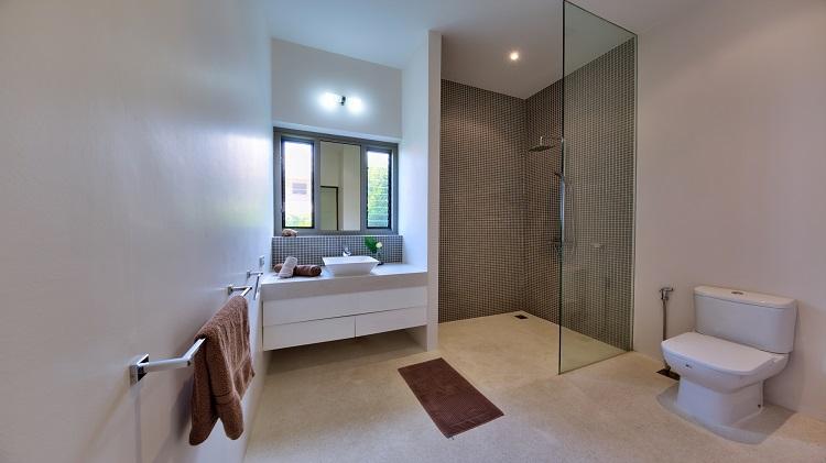 Koh Samui Luxury Villa for sale; Koh Samui Beach front Villa for Sale, Bathroom 2
