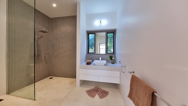 Koh Samui Luxury Villa for sale; Koh Samui Beach front Villa for Sale, Bathroom 3