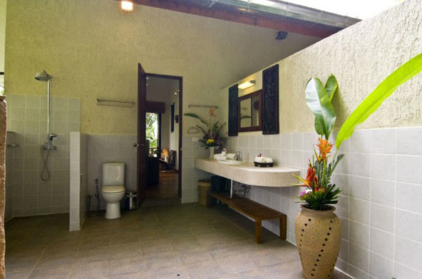 Koh Samui villas for sale, Ko Samui Properties villas for sale, sea view villas for sale, guest house bathroom,