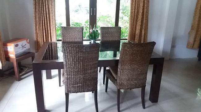 Ko Samui Properties villa for sale near the sea, Villa for sale in Lipa Noi, dining area,