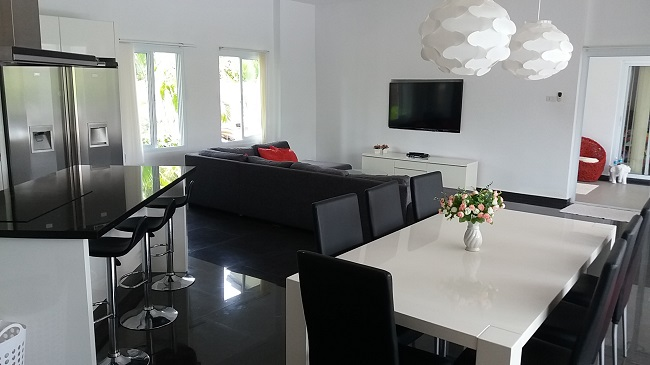 Ko Samui Properties villas for sale, modern pool villas, two villas for sale at discounted price, dining area and lounge,