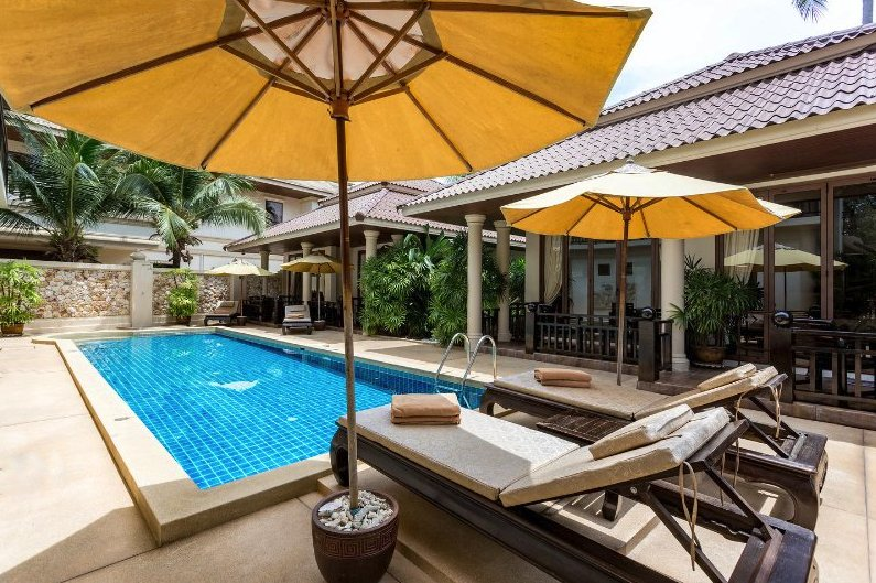 Ko Samui Properties luxury beach front villa for sale, Beach front villa with apartments for sale in Koh Samui, apartments,