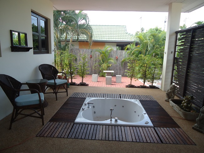Ko Samui Properties villa for rent, 3 bed bungalow for rent, jacuzzi,