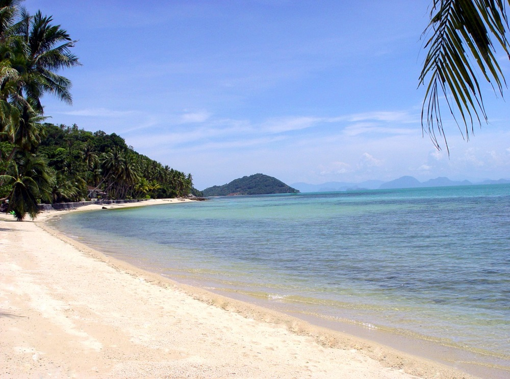 Ko Samui Properties luxury beach front villa for sale, Beach front villa with apartments for sale in Koh Samui, beach,
