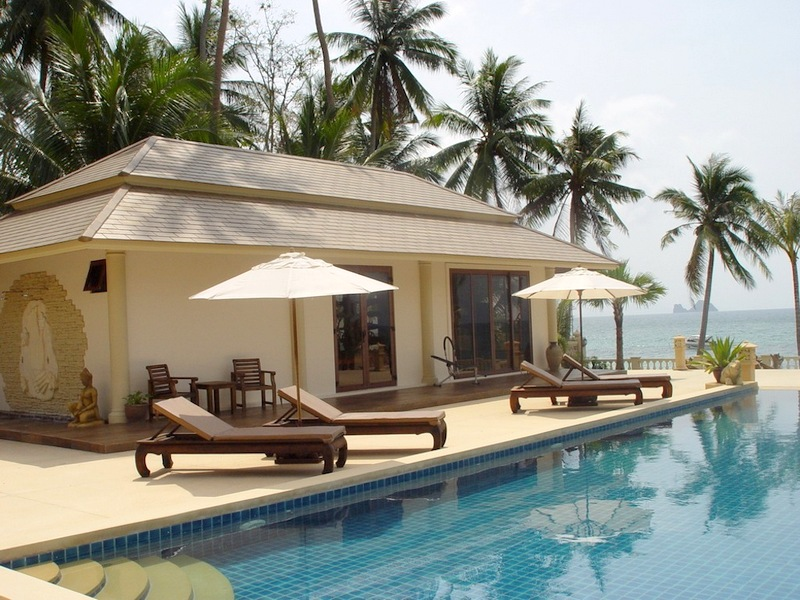 Ko Samui Properties luxury beach front villa for sale, Beach front villa with apartments for sale in Koh Samui, gym,