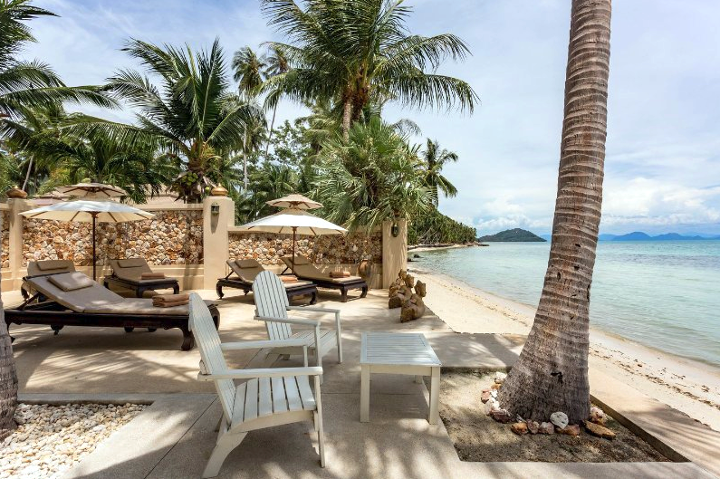 Ko Samui Properties luxury beach front villa for sale, Beach front villa with apartments for sale in Koh Samui, private villa, beach terrace,