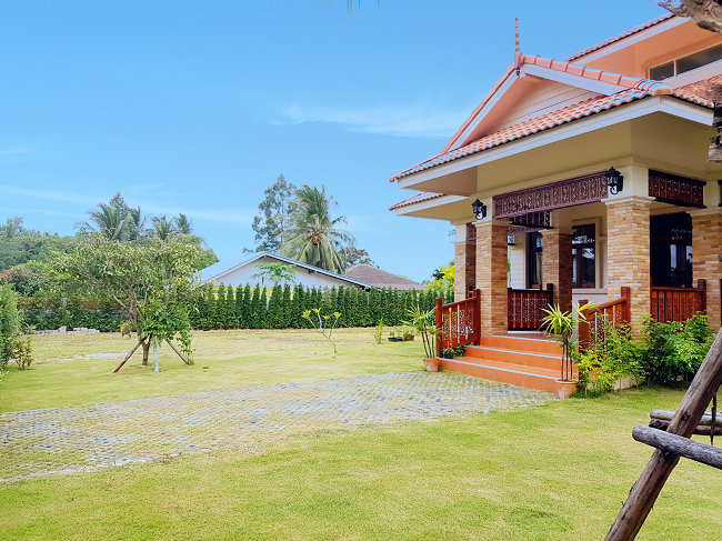 Ko Samui Properties 2 bedroom bungalow for sale, Bungalow on double plot for sale in Koh Samui, front view,
